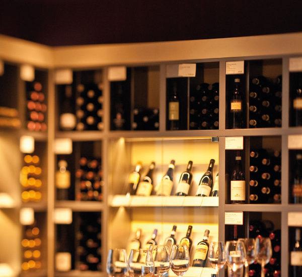 artomis gmbh |möbel - gastro - einrichtungen |Mövenpick Wein Bar